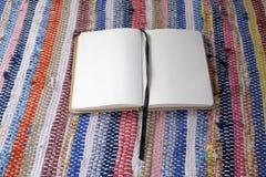 Раскрытая пустая тетрадь Стоковое фото RF
