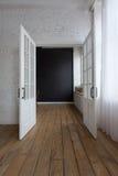 Раскрытые белые двери в пустой комнате Стоковое Изображение RF