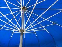 Раскрытый голубой зонтик Стоковые Фото