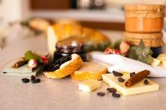 Раскрытый опарник с очень вкусным вареньем blackcurrant Стоковые Фото