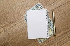Раскрытый пустой блокнот с ручкой и долларом Стоковое Изображение RF