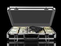 Раскрытый случай при оружия и наручники долларов изолированные на черной предпосылке Стоковые Изображения