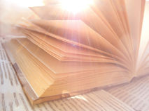 Раскрытый фокус книги мягкий стоковое фото rf