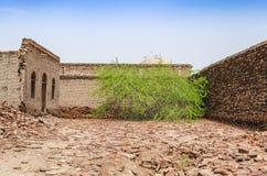Распадаясь руины форта Bahawalpur Пакистана Derawar стоковые изображения