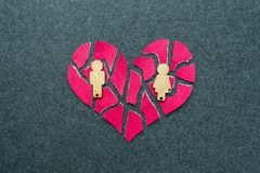 Распад, развод, неудачная концепция отношения Сломленный, мозаика, p стоковая фотография