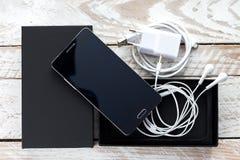 Распакованный современный мобильный телефон Стоковое Фото