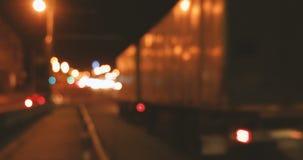 Расплывчатые света пропускают вдоль шоссе ночи акции видеоматериалы