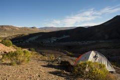 Располагаться лагерем на боливийской гористой местности Стоковые Фото