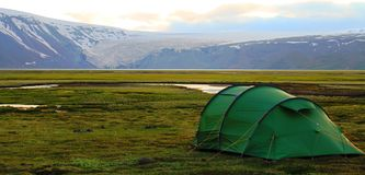 Располагающся лагерем около хижины Hvitarnes, Исландия стоковые изображения