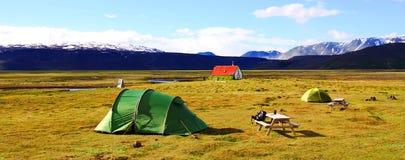 Располагающся лагерем около хижины Hvitarnes, Исландия стоковое фото rf