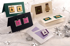 Расположение карточек ` s Нового Года на таблице Стоковые Фото
