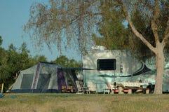 расположитесь лагерем вне Стоковые Фотографии RF