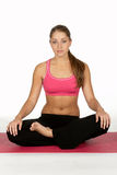 расположите детенышей йоги женщины Стоковые Фотографии RF