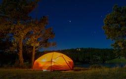 Располагаться лагерем в Вайоминге под звездами Стоковое фото RF