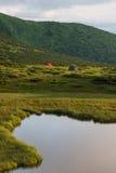 Располагаться лагерем в горах Стоковые Изображения