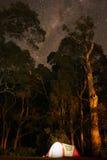 Располагаться лагерем на австралийском побережье Стоковая Фотография