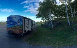 Располагаться лагерем rv трейлера перемещения стоковое фото