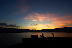 Располагаясь лагерем заход солнца семьи Стоковое Фото