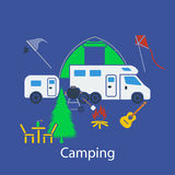 Располагаясь лагерем плоский дизайн Стоковые Фотографии RF