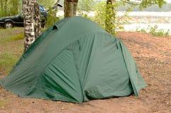 Располагаясь лагерем шатер на озере Стоковые Фото