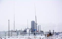 Распределение бензозаправочной станчии природного газа в зиме стоковые изображения