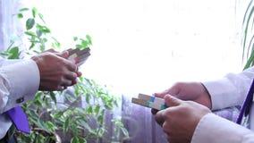 Распределение денег сток-видео
