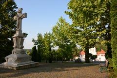 Распятие Иисуса Христоса в парке монастыря Стоковые Изображения RF