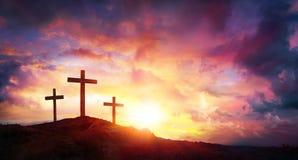 Распятие Иисуса Христоса на восходе солнца - 3 крестах Стоковая Фотография