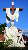 Распятие около деревянной церков Стоковые Фото