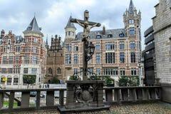 Распятие расположенное в замке Het Steen в Антверпене, Бельгии стоковая фотография rf