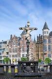 Распятие расположенное в замке Het Steen в Антверпене стоковые изображения rf