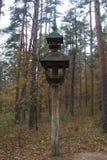 Распятия обочины, церков и кладбища стоковое изображение