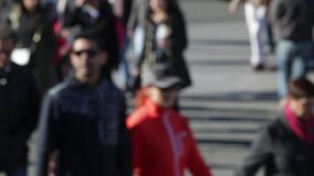 Расплывчатые пешеходы Промежуток времени (06) сток-видео