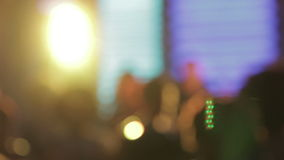Расплывчатые люди празднуя с светами партии акции видеоматериалы
