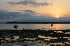 Рассветает на острове Gili Trawangan, к северо-западу от Lombok, Индонезия Стоковая Фотография RF