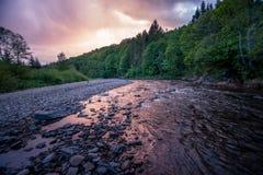 Рассветать на реке горы Стоковое Фото
