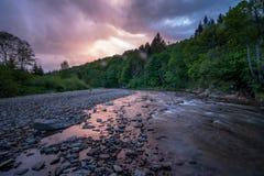 Рассветать на реке горы Стоковое фото RF