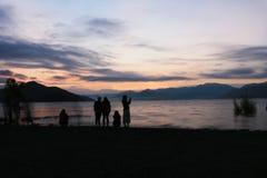 Рассветы утра на озере lugu стоковая фотография rf