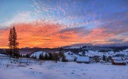 Рассвет в горах, зима Стоковые Изображения