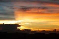 Рассвет захода солнца в горах Стоковое Изображение