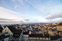 Рассвет над городом Лозанной, Швейцарией стоковое фото rf