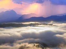 Рассвет над деревней Verkhovyna Стоковые Фотографии RF