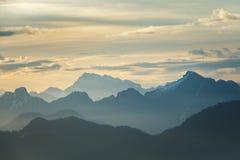 Рассвет над горами стоковые изображения rf
