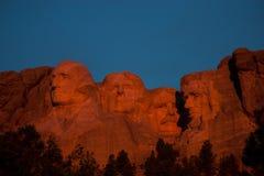 Рассвет на памятнике Mount Rushmore стоковое изображение rf