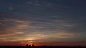 Рассвет на промежутке времени города сток-видео