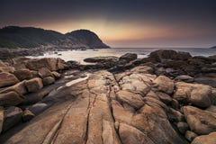 Рассвет на пляже Shek o, Гонконге стоковая фотография rf