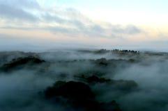 Рассвет над туманом Стоковое Изображение RF