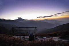 Рассвет на Lungthang, Сиккиме стоковые изображения