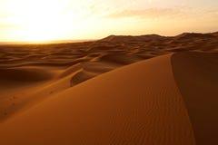 Рассвет нового дня в дюнах пустыни ЭРГА в Марокко Стоковая Фотография