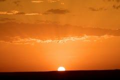 Рассвет нового дня в дюнах пустыни ЭРГА в Марокко Стоковые Фотографии RF